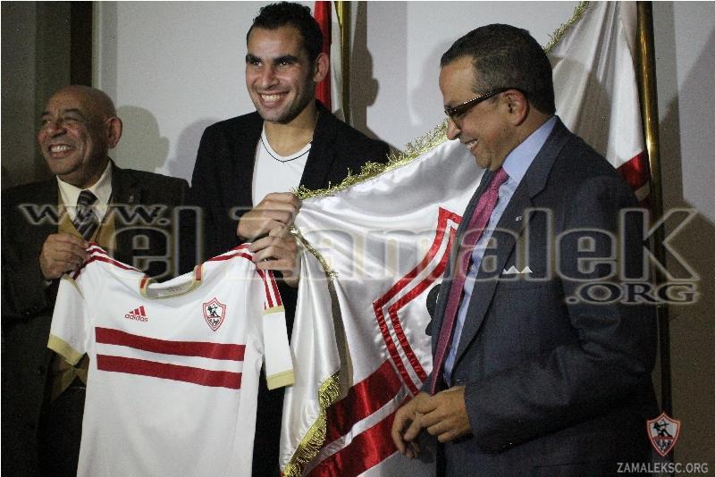 Ahmed Eid signs