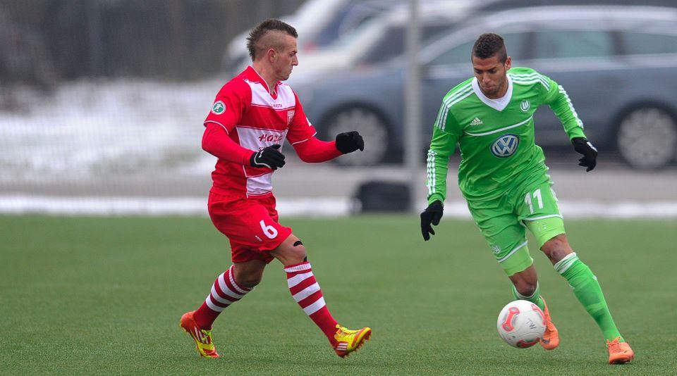Amro Tarek extends