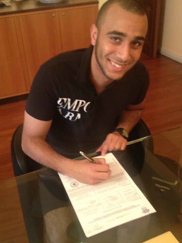 Bologna sign Yaisien