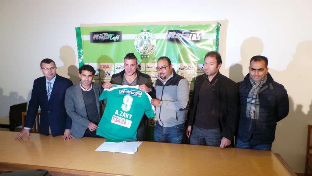 Amr Zaki signs for Raja