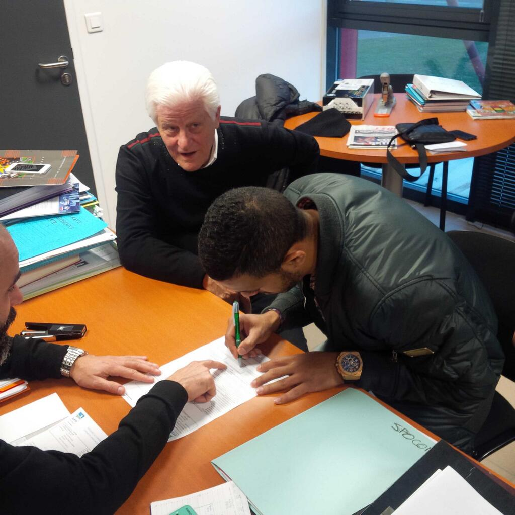 El-Gabas signs for AC Arles-Avignon