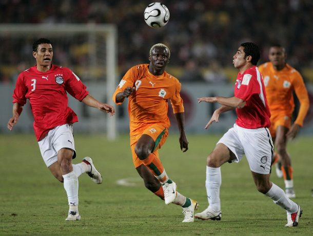 CAIRO, EGYPT - FEBRUARY 10: Wahab Abdel Mohamed and Ahmed Fathi Abdel Moneim of Egypt and Arouna Kone of Ivory Coast are shown in action during the African Cup of Nations Final at Cairo International Stadium February 10, 2006 in Cairo, Egypt. (Photo by Ben Radford/Getty Images)