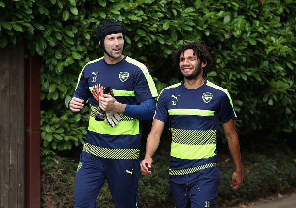 Mohamed Elneny takes behind the goal shot challenge with ChrisMD