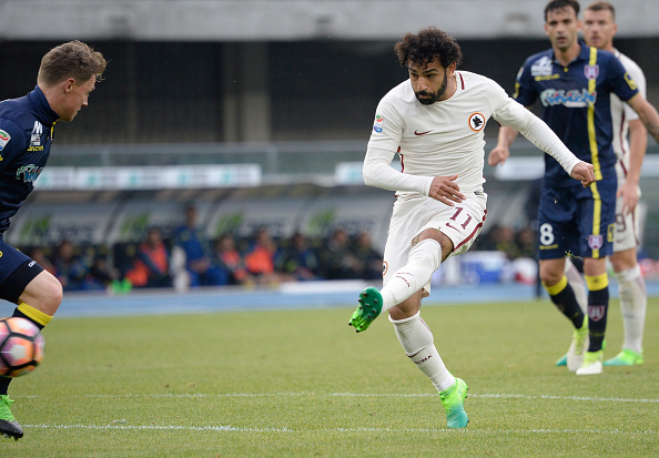 Roma keeps faint title hopes alive